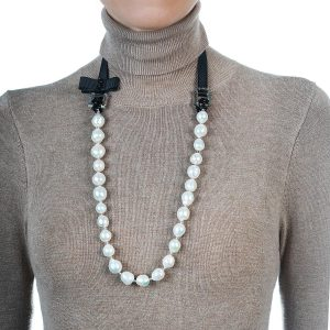 BAROQUE PEARL NECKLACE WITH RIBBON BOW